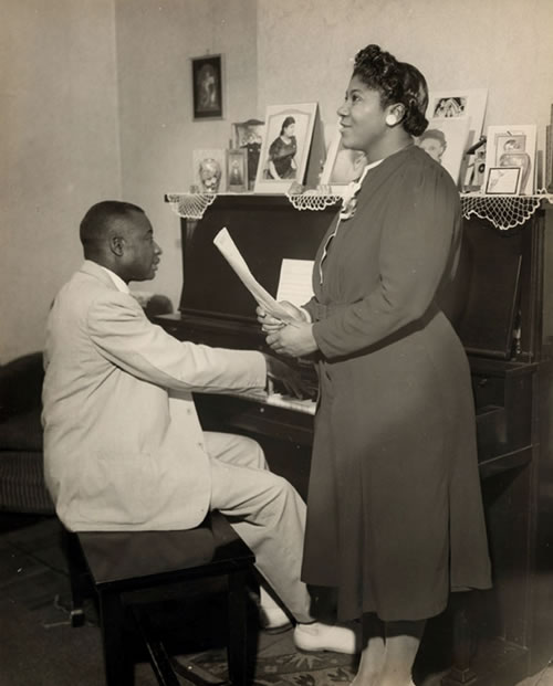 Thomas Dorsey Accompanies Mahalia Jackson http://georgiamusic.org/dr-thomas-a-dorsey/